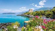 Kalabrien Urlaub - Farbenfrohe Natur und türkises Meer