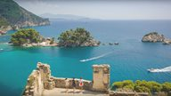 Ausblick von einer Ruine aus auf die Küste von Epirus