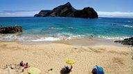 Ein Sandstrand auf der Insel Porto Santo