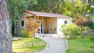 Verbringen Sie Ihren Urlaub in einem der modernen Chalets im Feriendorf Zum Störrischen Esel auf Korsika!