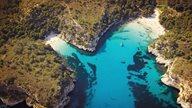 Vogelperspektive auf die Bucht Cala Macarella