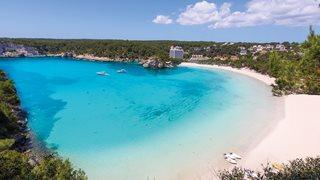 Weißer Sand und türkises Meer schmücken den Strand Cala Galdan