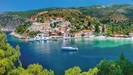 Griechenland Urlaub - Malerisches Fischerdorf Assos auf Kefalonia